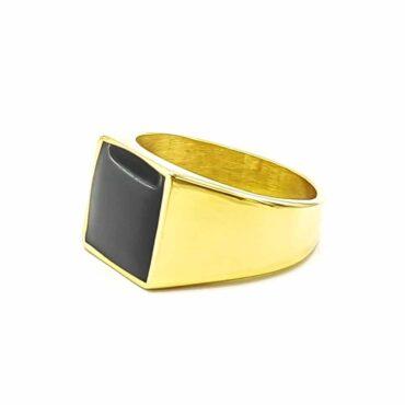 Me822 – Gold Square Ring