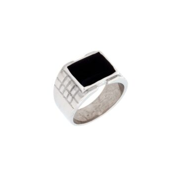 Me809 – Engraved Square Ring