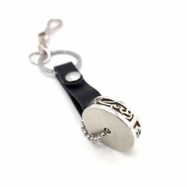 "Me1584 –  keychain with Silver Circular Pendant ""المحبة-المودة -الاخلاص-العطاء"""